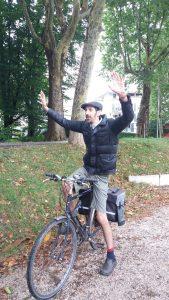 על אופניים
